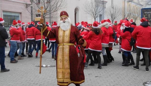 В Ужгороді проходить парад Миколайчиків