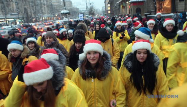 Волонтери-помічники Святого Миколая пройшлися центром Києва