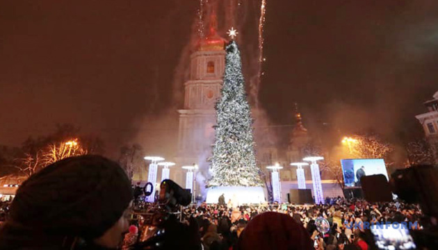У Києві запалили головну ялинку країни