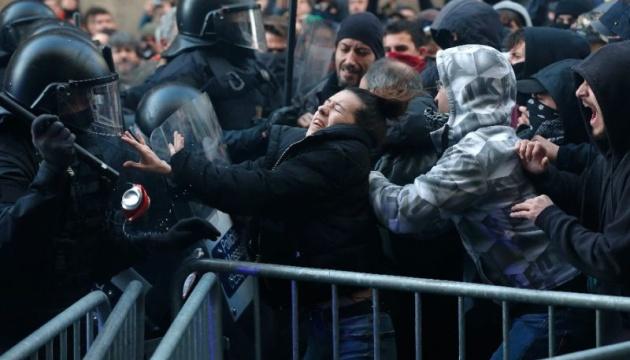 Во время протестов в Барселоне пострадали более 60 человек