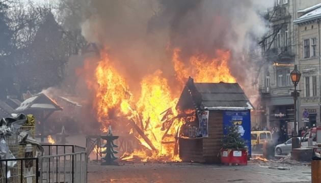 Brand auf Weihnachtsmarkt in Lwiw, drei Menschen verletzt – Fotos, Video