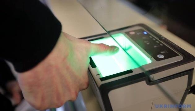 Біометричний контроль на кордоні з Україною пройшли вже 450 тисяч росіян