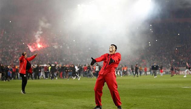 Футбол: арбітри в Греції відмовляються працювати на матчах після побиття Дзілоса
