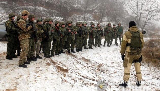 Feldübung der Polizei in Region Donezk – Fotos