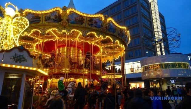 Смажені каштани, пунш і ковбаски: як відпочивають на ярмарках у Берліні
