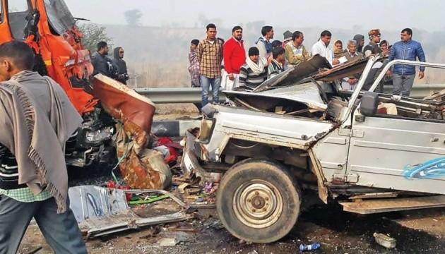В Індії зіткнулися півсотні авто, вісім загиблих
