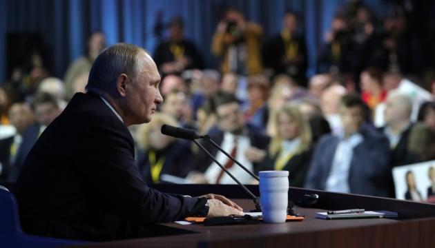 Trois événements de la semaine. La délivrance des passeports de Poutine, l'initiative de Macron et le retour de Biden