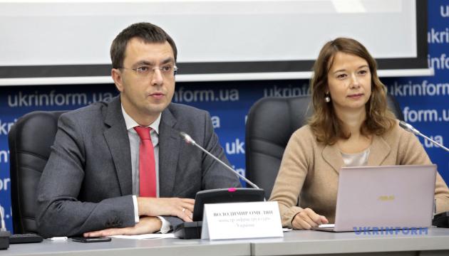 Платні дороги в Україні почнуть будувати наступного року - Омелян