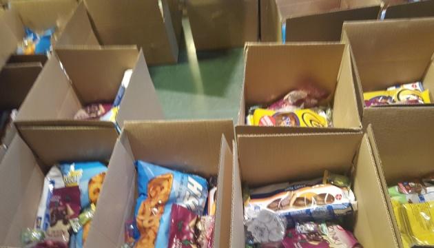 Волонтери готують у Варшаві подарунки для дітей українських воїнів і політв'язнів