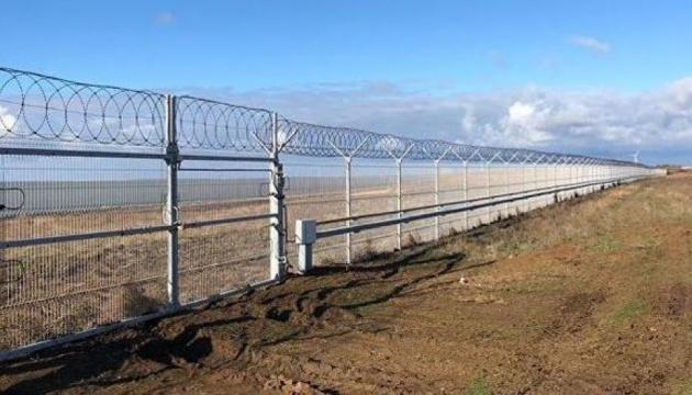 Оккупанты забором отгородили Крым от материковой Украины