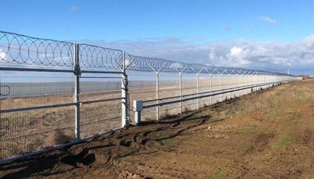 Neu gebauter Zaun trennt Krim von ukrainischem Festland