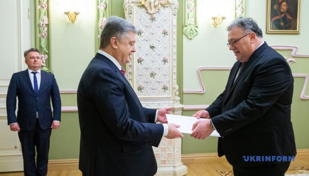 Poroschenko nimmt Akkreditierungsschreiben der Botschafter der drei Länder entgegen