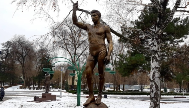 У Запоріжжі відкрили пам'ятник першому українському олімпійському чемпіону