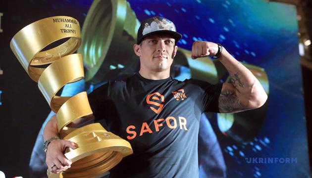 Усик признан лучшим боксером 2018 года по версии The Ring