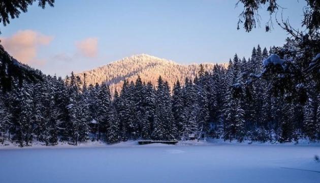 """喀尔巴阡山""""海洋之眼""""带您走进冬季童话世界"""