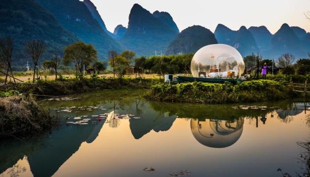 У Китаї туристи можуть поспостерігати за світанком з бульбашок