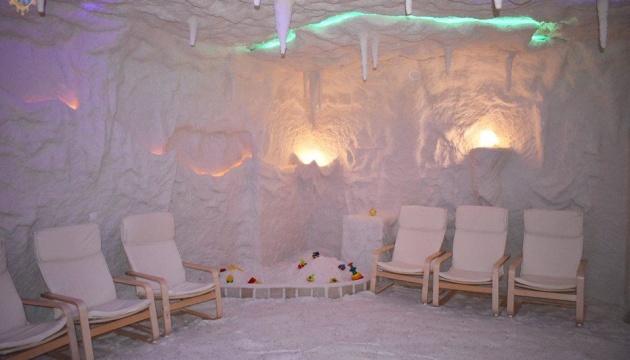 У Яворові відкрили басейн та соляну кімнату
