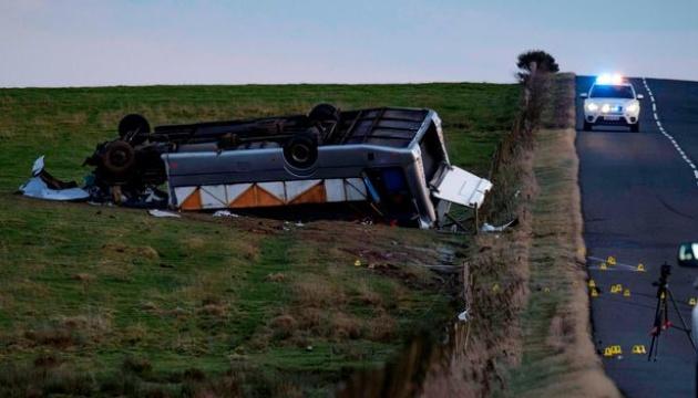 В Шотландии произошла авария автобуса: один погибший, десятки пострадавших