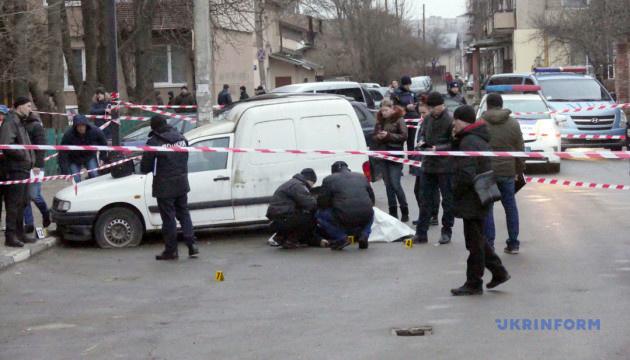 У центрі Франківська застрелили чоловіка, вбивць шукають по всій області