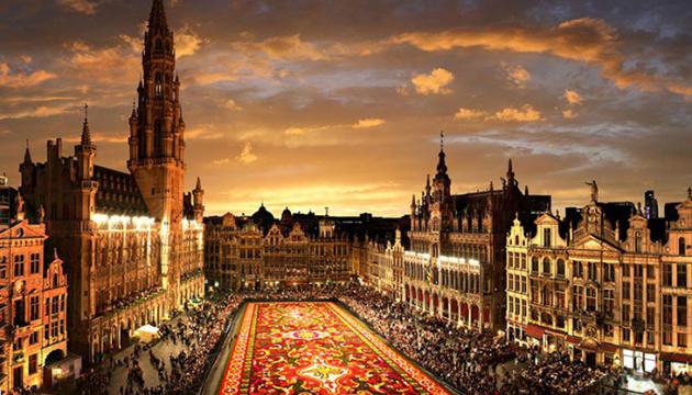 Пробки, огонь, песок и первые салюты: Нидерланды уже готовы праздновать