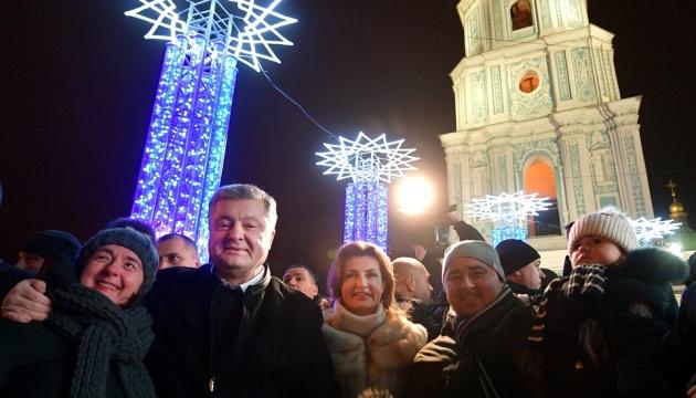 ポロシェンコ大統領、ソフィア広場の新年のお祝いに参加