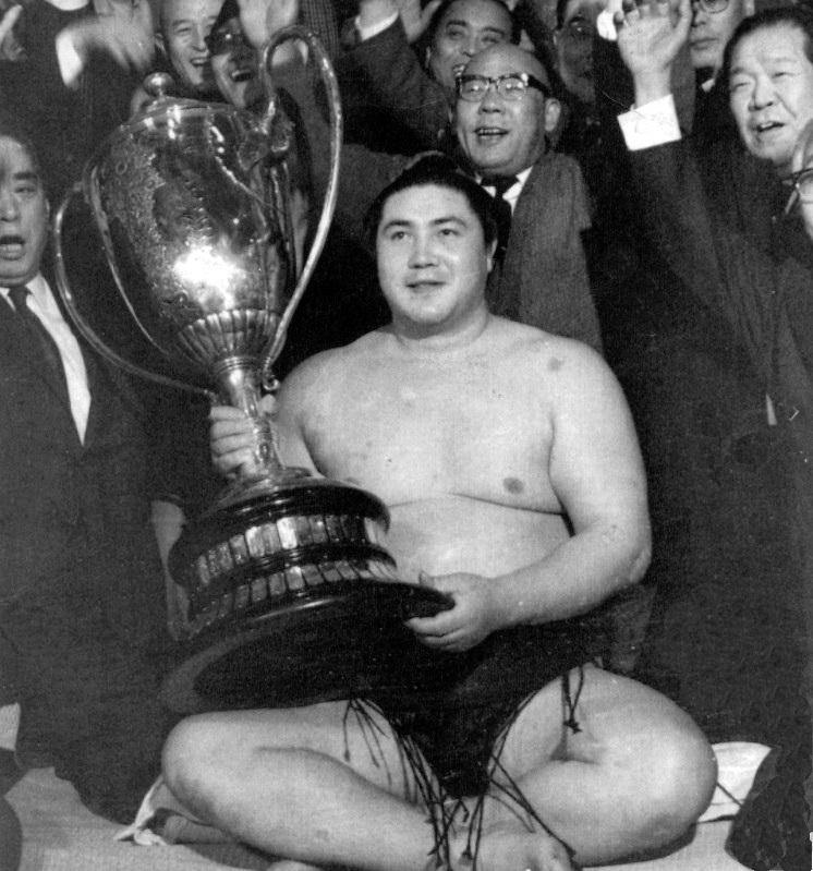 Ёкодзуна с выигранным Гран-при