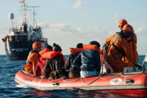 Біля берегів Італії мігрантам з Ocean Viking влаштували карантин