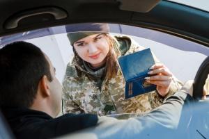 У пунктах пропуску на Донбасі застрягли 190 авто