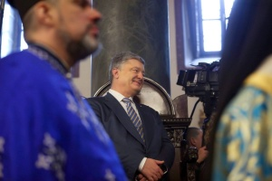 Poroshenko taking part in prayer service for Ukraine at Zhytomyr cathedral
