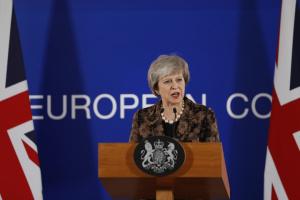 Парламент Британии сегодня рассмотрит вопрос вотума недоверия Мэй