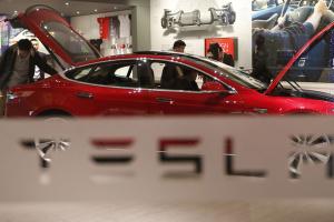 Tesla на год отложила производство электрогрузовика