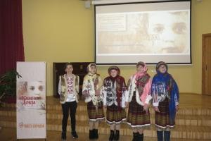 """Делегація українських дітей презентувала у Латвії """"Книгу добра"""""""
