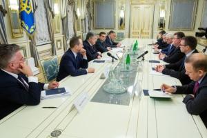 Порошенко выразил благодарность главам МИД Эстонии, Литвы и Польши за поддержку Украины