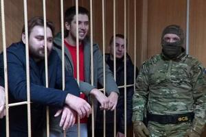 Суд у Москві продовжив тримання під вартою чотирьом українським морякам