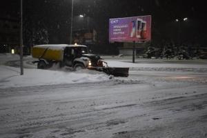 Снегопад в Ужгороде: как коммунальщики борются со стихией