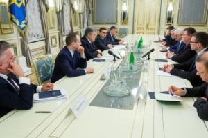 Porochenko a remercié les ministres des Affaires étrangères d'Estonie, de Lituanie et de Pologne pour leur soutien à l'Ukraine