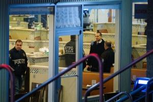 В Нью-Йорке мужчина с молотком ворвался в ресторан, погиб шеф-повар