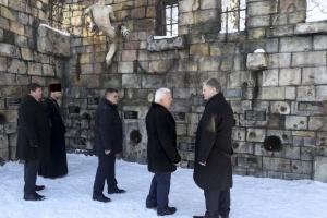 Президент в Борисполе почтил память жертв тоталитарного режима