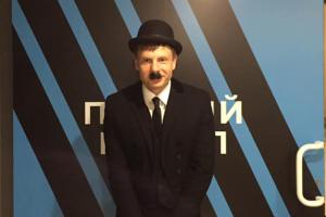 Гончаренко дотримав обіцянки і прийшов на ефір у костюмі Чарлі Чапліна