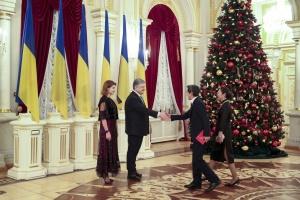Порошенко - іноземним дипломатам: Прошу доносити правду про неоголошену війну Росії