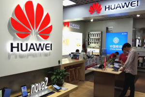 Ведущие корпорации США приостанавливают работу с Huawei - Bloomberg