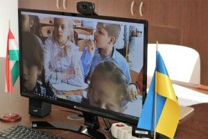 Дітям з Волновахи почали викладати угорську мову онлайн