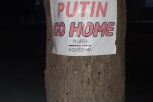 На севере Сербии распространяют листовки против Путина
