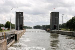 Обвал мосту в Брюсселі заблокував рух водного транспорту