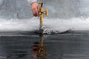 Нырять ли в ледяную прорубь? Советы медиков – как не навредить здоровью