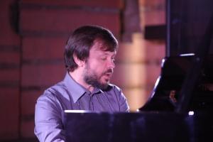 Каскади і консонанси: Євген Громов (фортепіано)