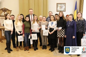 Девять детей-сирот в Львове получили ордера на квартиры