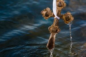 Крещение-2019: как освящали воду и ныряли в проруби
