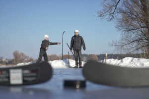 Порошенко подарил юными хоккеистами из Житомирщины экипирование