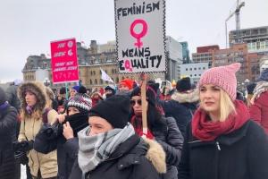 В Оттаве прошел марш за права женщин несмотря на рекордную стужу